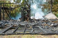 Casa ardendo sem chama Fotos de Stock Royalty Free