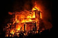 Casa ardente imagens de stock