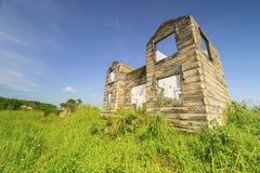 Casa arruinada con las aberturas de ventanas y de puertas Fotografía de archivo