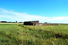 Casa arruinada y abandonada del campo imagen de archivo