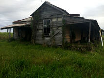 Casa assombrada condenada velha Foto de Stock Royalty Free