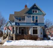Casa azul Imagen de archivo libre de regalías