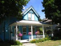 Casa azul del estilo del Victorian Imagenes de archivo