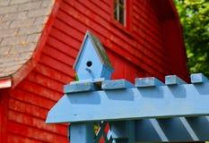 Casa azul del pájaro fotografía de archivo libre de regalías