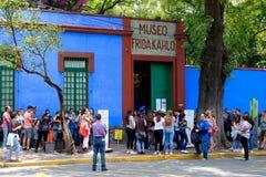 Casa Azul eller blåtthus, huset av Frida Kahlo och Diego Rivera i Mexico - stad arkivfoto