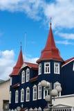 Casa azul en Islandia Imagenes de archivo