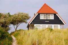 Casa azul en la isla de Vlieland Fotografía de archivo