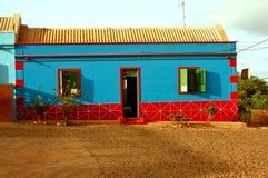 Casa azul y roja Foto de archivo