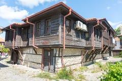 Casa búlgara tradicional na cidade velha de Nessebar, Bulgária Fotografia de Stock Royalty Free