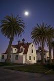 Casa bajo claro de luna Imagenes de archivo