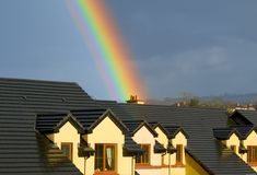 Casa bajo el arco iris Imagen de archivo libre de regalías
