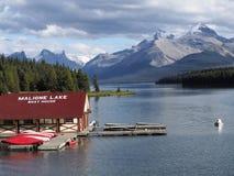 casa barco del lago del maligne Imagenes de archivo
