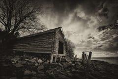 Casa barco vieja en las orillas de Trondheimsfjorden, Noruega fotografía de archivo
