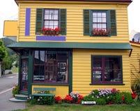 Casa bastante colorida Fotografía de archivo libre de regalías