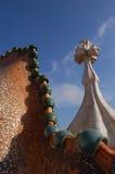 Casa Batllo: Barcelona: April 2006: Oranaments bij dak van Casa Batllo Stock Foto's