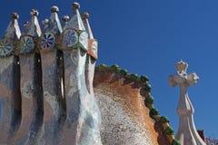 Casa Batllo in camini di Barcellona sul tetto. Fotografia Stock Libera da Diritti