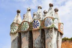 Casa Batllo, housetop, kominy z ceramiczną mozaiką, Barcelon Obrazy Royalty Free