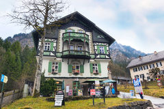 Casa bavarese tradizionale dipinta vicino al Neuschwanstein ed alle alpi tedesche in Baviera Fotografie Stock