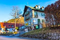 Casa bavarese tradizionale dipinta vicino al Neuschwanstein ed alle alpi tedesche in Baviera Fotografia Stock Libera da Diritti