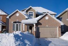 Casa bege do tijolo no inverno Imagem de Stock Royalty Free