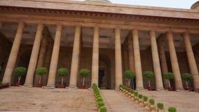 Casa Bhavan-presidencial de Rashtrapati del tiro de la cacerola de la entrada de la India en Delhi almacen de video