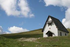 Casa bianca sulla montagna Fotografie Stock Libere da Diritti
