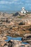 Casa bianca sulla spiaggia della Francia fotografie stock libere da diritti