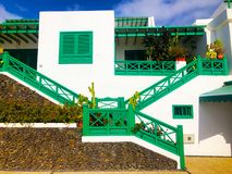 Casa bianca tipica di Lanzarote Casa regionale catturata durante il giorno soleggiato immagine stock libera da diritti