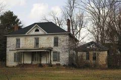 Casa blanca abandonada Fotos de archivo