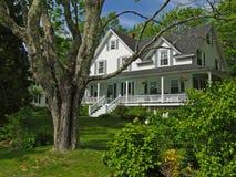 Casa blanca de Nueva Inglaterra Imágenes de archivo libres de regalías
