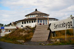 Casa blanca del pub cerca del fiordo Kragero, Portor Imagen de archivo