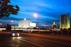 Casa Blanca en el terraplén del río de Moskva en el 14 de junio de 2012 en Moscú, Rusia Foto de archivo libre de regalías