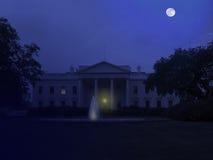 Casa blanca en la noche Imágenes de archivo libres de regalías