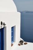 casa Blanco-azul en Grecia Fotos de archivo libres de regalías