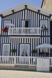 Casa blu pittoresca Fotografie Stock