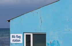 Casa blu sulla spiaggia Fotografie Stock