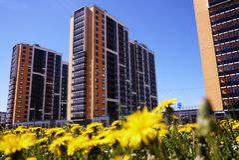 Casa bonita do arranha-c?us Pr?dio alto de apartamentos Detalhes da fachada de vidro Detalhes e close-up fotos de stock