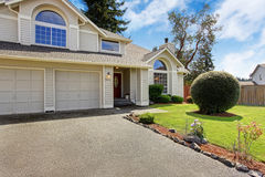 Casa bonita exterior com apelação do freio Imagens de Stock Royalty Free