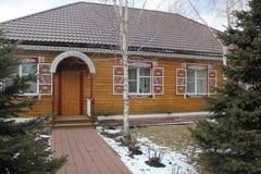 Casa bonita no inverno fotografia de stock