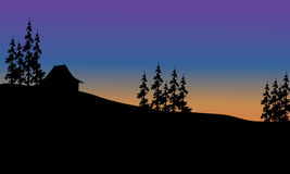 Casa bonita nos montes da silhueta Imagens de Stock