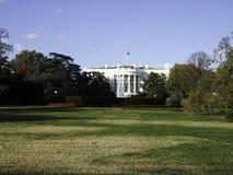 a casa branca com o parque imagens de stock royalty free