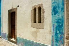 Casa branca e azul em Portugal Fotografia de Stock