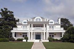 Casa branca luxuosa Foto de Stock Royalty Free