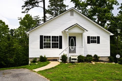 Casa branca pequena/para a venda Fotografia de Stock