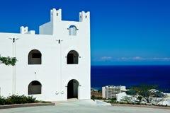 Casa branca sobre o mar Fotografia de Stock Royalty Free