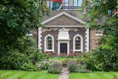 Casa británica típica Londres Inglaterra del ladrillo Fotografía de archivo