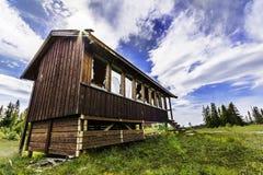 Casa/cabina viejas imagen de archivo