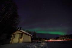 Casa, cabine, Aurora, noite em Alaska, fairbanks Imagem de Stock Royalty Free