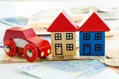 Casa, carro e cédulas Fotografia de Stock Royalty Free