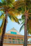 Casa, casa, arquitetura de Key West, patamar, varanda, janelas, palmas, chaves Fotos de Stock Royalty Free